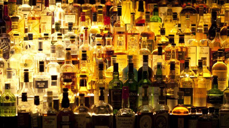 Varie bottiglie di alcolici